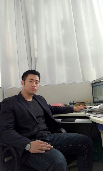 中国现代书画家——王志